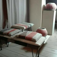 New Contemporary Hand Felted Wool Bench with 2 Cushions - 1598751