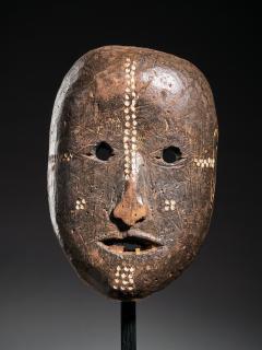 Ngbaka People DRC Ngbaka Face Mask with dotted Polychrome  - 2000357