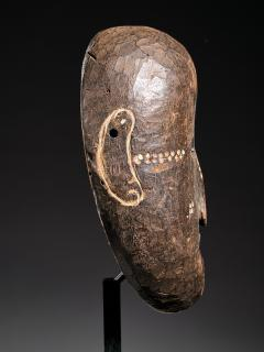 Ngbaka People DRC Ngbaka Face Mask with dotted Polychrome  - 2000359