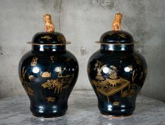 PAIR OF MODERN CHINESE VASES WITH LIDS - 686809