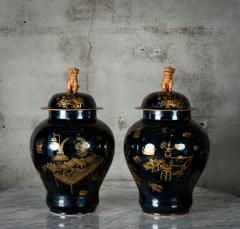 PAIR OF MODERN CHINESE VASES WITH LIDS - 686812