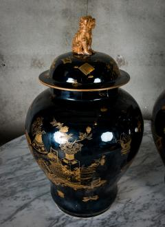 PAIR OF MODERN CHINESE VASES WITH LIDS - 686816