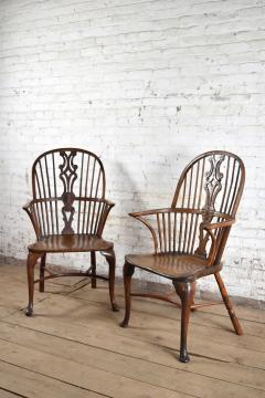 Pair of 18th century English George III Yew Wood Cabriole Leg Windsor Chairs - 1051201