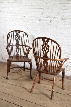 Pair of 18th century English George III Yew Wood Cabriole Leg Windsor Chairs - 1051202
