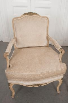 Pair of Louis XV Style Cr me Peinte and Gold Gilt Fauteuils - 925247