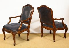 Pair of Louis XV Style Walnut Fauteuil - 735785