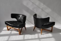 Pair of Sculptural Lounge Chairs - 556595