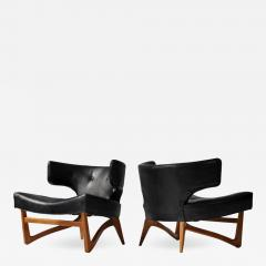 Pair of Sculptural Lounge Chairs - 557082