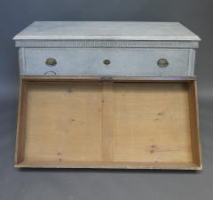 Pair of Swedish Neoclassical Chests of Drawers - 511472