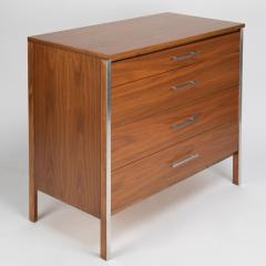 Paul McCobb Paul McCobb Pair of Bedside Chests In Walnut and Aluminum 1960s - 1923465