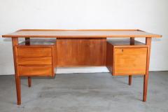 Peter L vig Nielsen Peter Lovig Nielson Designed Floating desk - 1089727