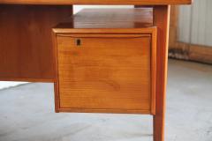 Peter L vig Nielsen Peter Lovig Nielson Designed Floating desk - 1089730