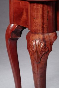 QUEEN ANNE CARD TABLE WITH SHELL CARVED KNEES - 1188174