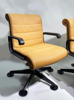 Richard Sapper Pair of Richard Sapper For Knoll Executive Desk Chairs - 2085938