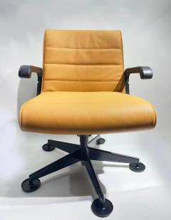 Richard Sapper Pair of Richard Sapper For Knoll Executive Desk Chairs - 2085941