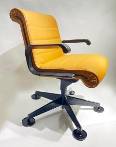 Richard Sapper Pair of Richard Sapper For Knoll Executive Desk Chairs - 2085943