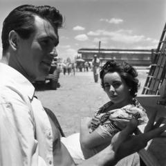 Sid Avery Rock Hudson and Elizabeth Taylor on the set of Giant in Marfa Texas - 247323