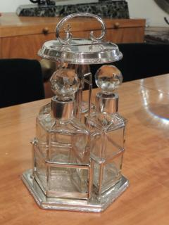 Silver and Glass Swingout Tantalus - 1418344