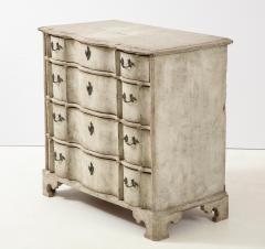 Swedish Serpentine Commode - 1582990