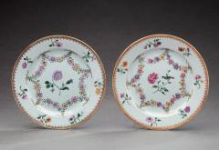 TWO NEARLY IDENTICAL CHINESE EXPORT PORCELAIN FAMILLE ROSE PLATES - 1116387