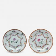 TWO NEARLY IDENTICAL CHINESE EXPORT PORCELAIN FAMILLE ROSE PLATES - 1117393