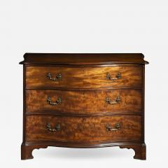 Thomas Chippendale George III Serpentine Chest of Drawers attributed to Thomas Chippendale - 1043921