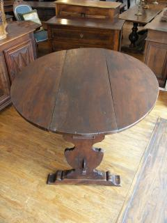 Tuscan Walnut drop leaf Center table circa 1850 - 703008