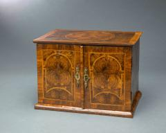 Very Rare William and Mary Oyster Veneered Small Table Cabinet - 934677