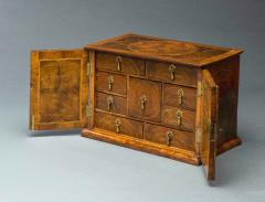 Very Rare William and Mary Oyster Veneered Small Table Cabinet - 934678