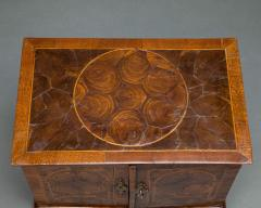Very Rare William and Mary Oyster Veneered Small Table Cabinet - 934679
