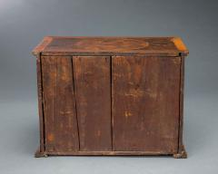 Very Rare William and Mary Oyster Veneered Small Table Cabinet - 934685