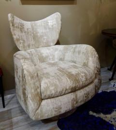 Vladimir Kagan Pair of Vladimir Kagan Large Swivel Greige Lounge Chairs for Directional - 768761