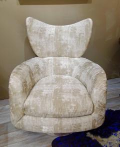Vladimir Kagan Pair of Vladimir Kagan Large Swivel Greige Lounge Chairs for Directional - 768764