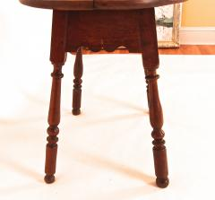 Walnut Queen Anne Oval Top Tavern Table - 1041711
