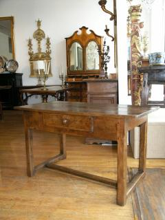 Walnut occasional table Circa 1840 - 1018991