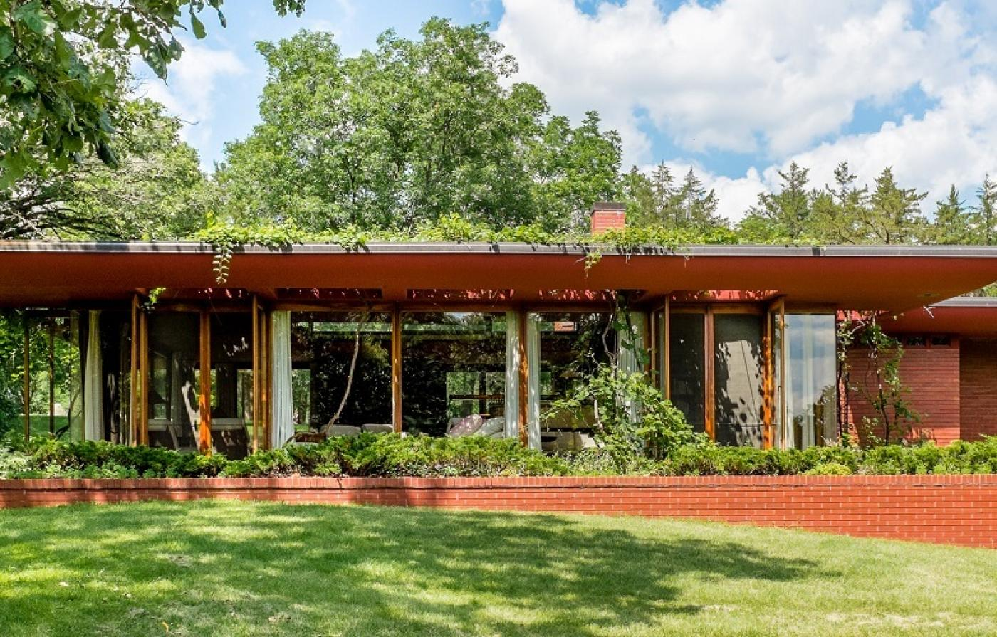 5 Serene Frank Lloyd Wright Houses Worth Slipping Away to This Summer