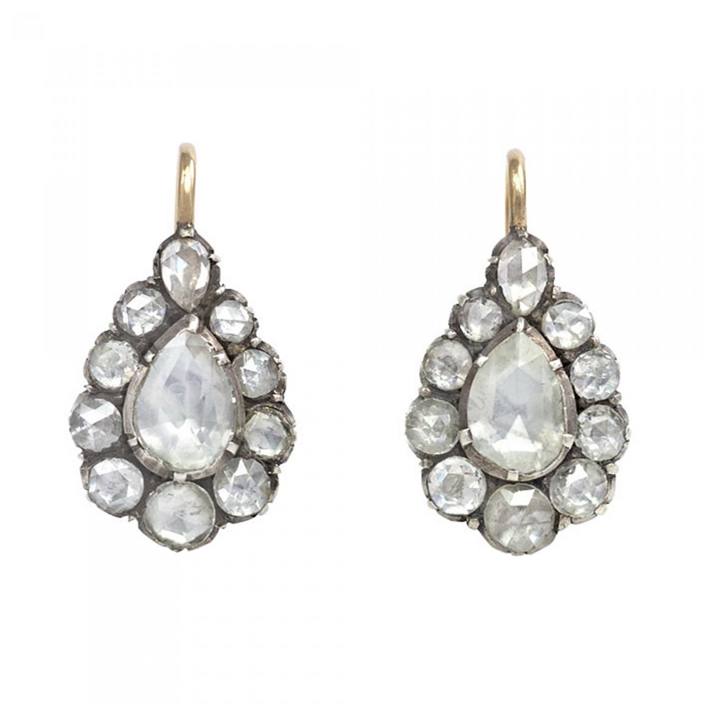 gold white cluster diamond tw in earrings