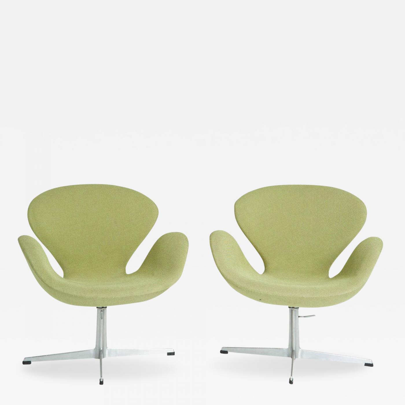 Arne Jacobsen Swan Chairs by Arne Jacobsen for Fritz Hansen