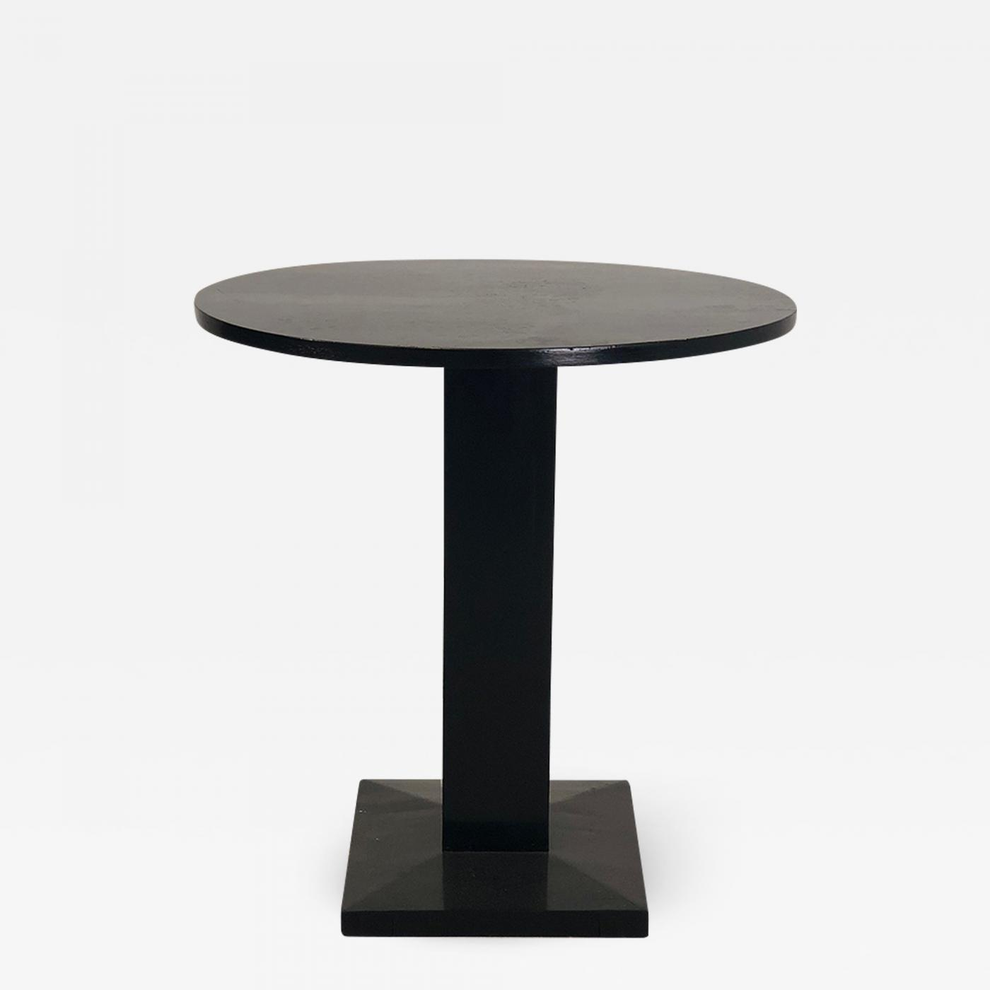 Art Deco Side Table From 1920 In Black Lacquered Wood And Restored