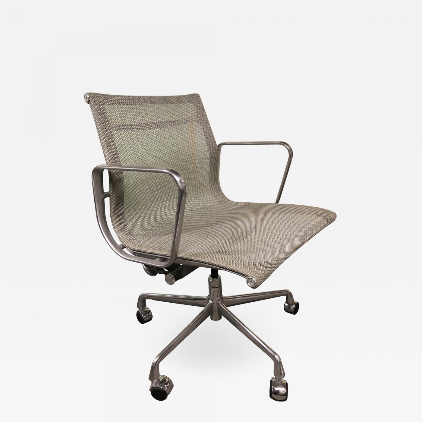 Charles Ray Eames Eames For Herman Miller Aluminium Group Chair In Gray Mesh