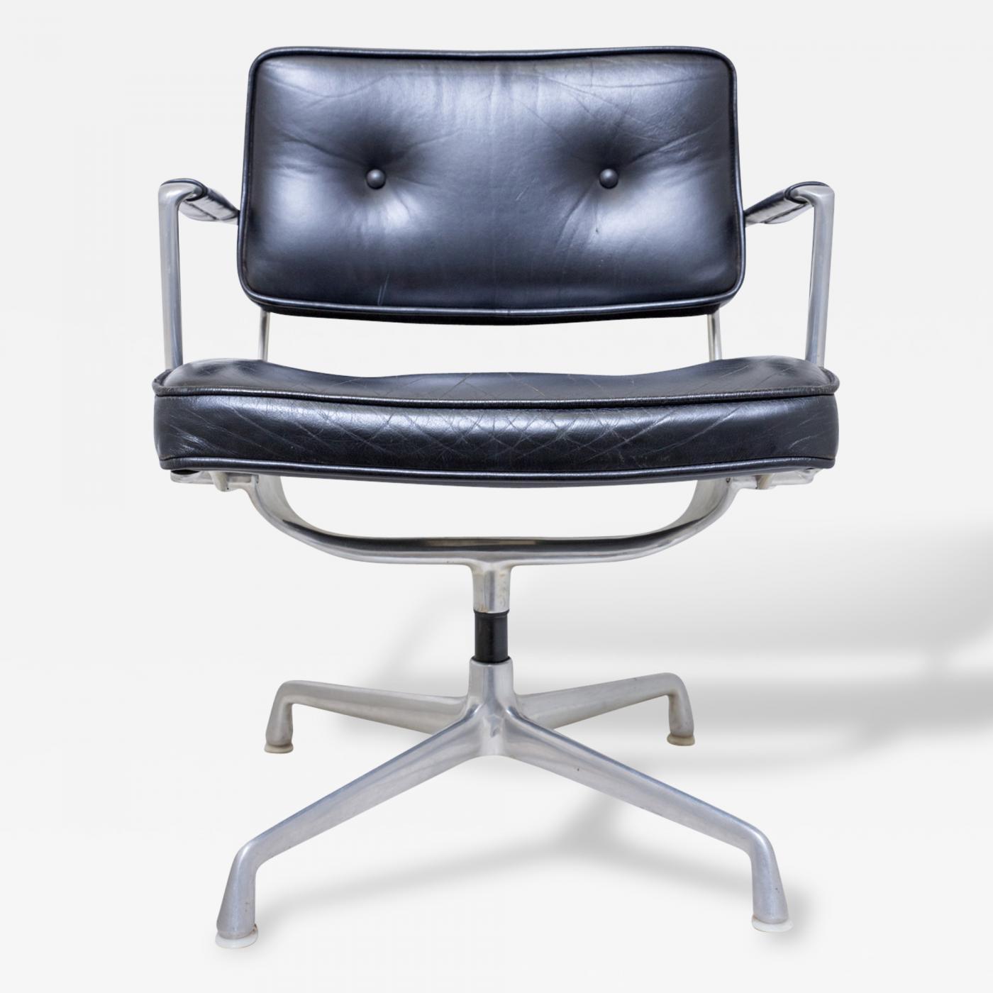 Charles Eames Very Rare Herman Miller Eames Model ES 102