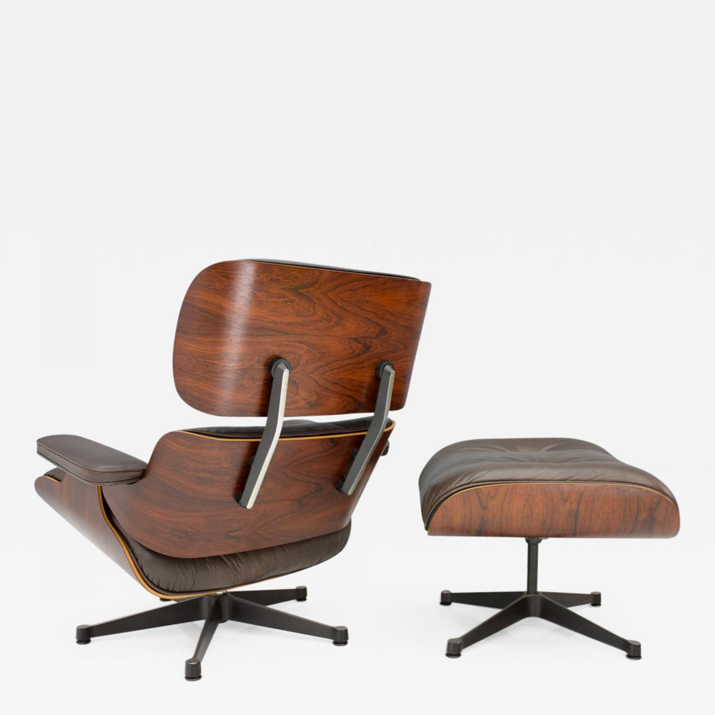 Charles Eames Lounge Stoel.Charles And Ray Eames Charles Eames Lounge Chair With Ottoman In Chocolate Brown Leather