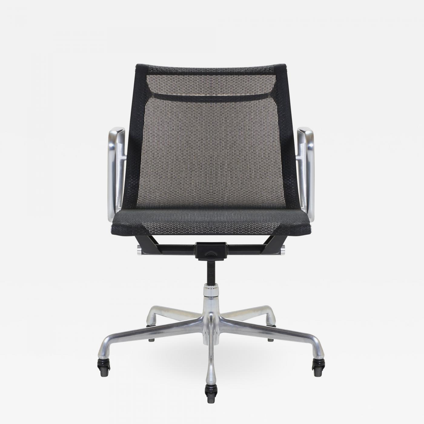 Charles & Ray Eames - Aluminum Group Management Chair by Charles & Ray  Eames for Herman Miller