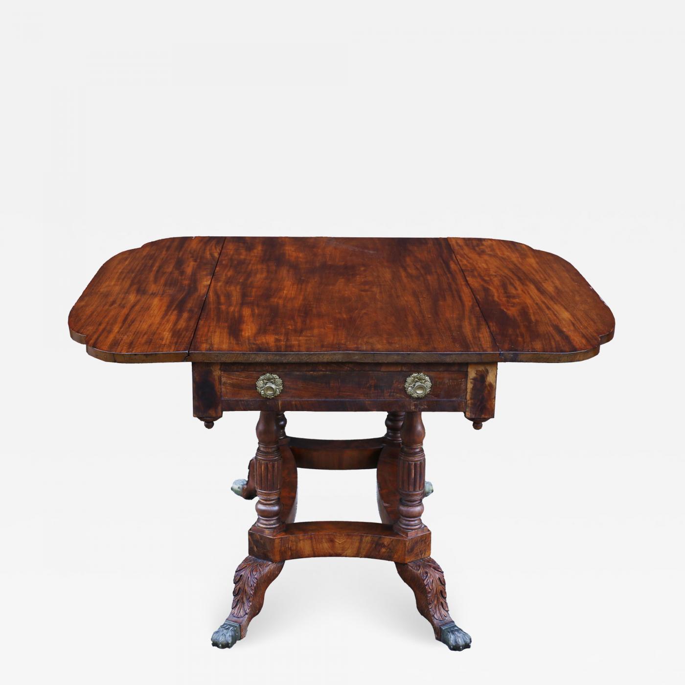 Early 19th Century American Federal Mahogany Drop Leaf Table