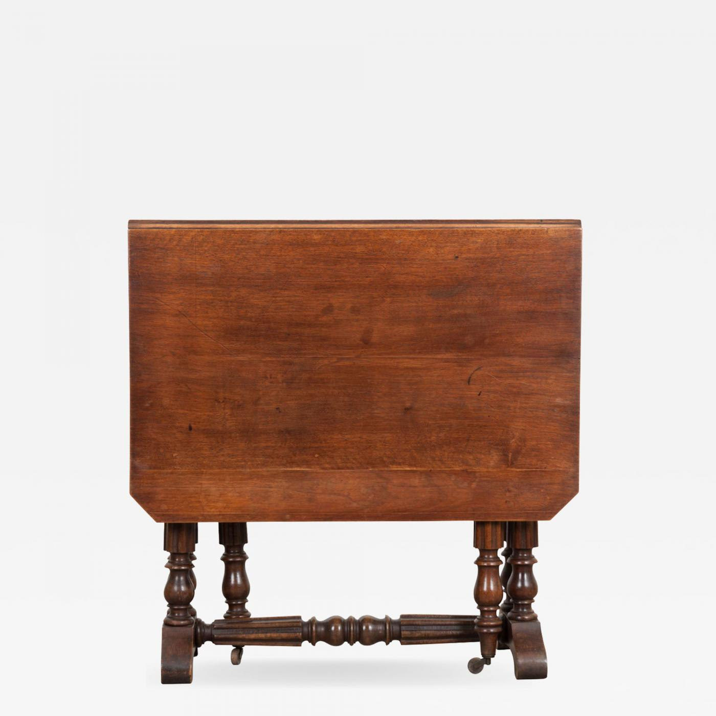 English 19th Century William and Mary-Style Walnut Gate-Leg Dining Table