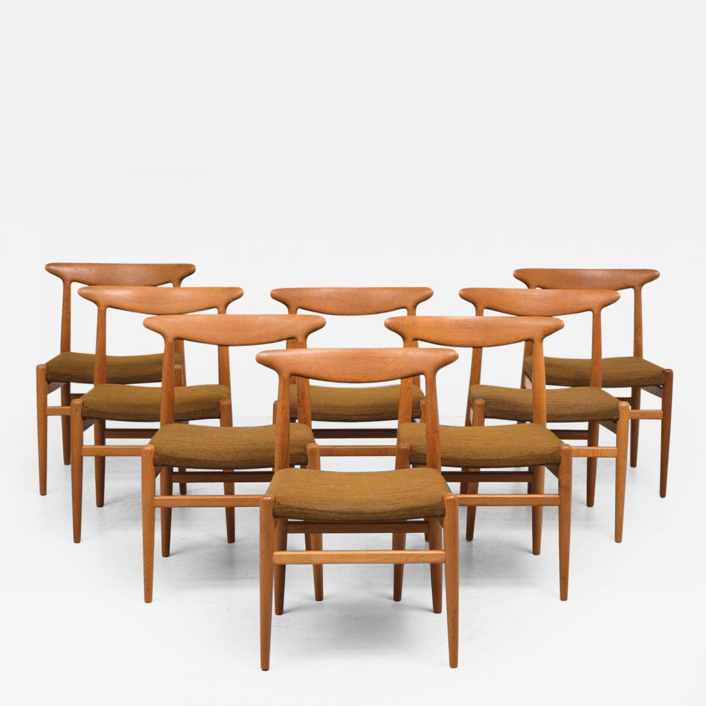 Hans Wegner Set of Eight Dining Chairs Model W2 in Teak by Hans