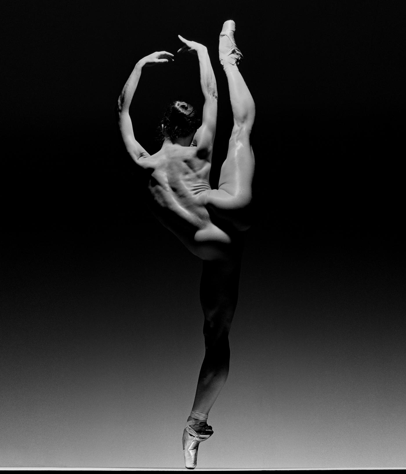 Howard Schatz - Dance Study #8 Shannon Chain