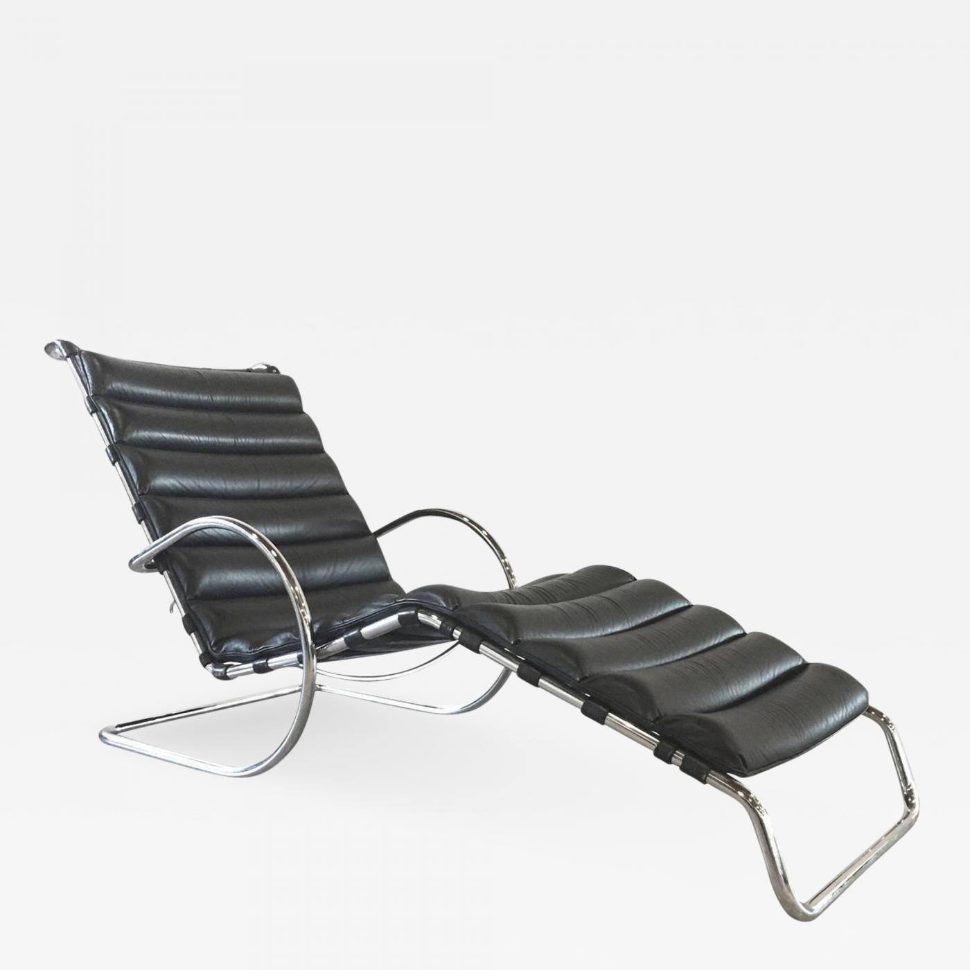 Black leather chaise longue le corbusier furniture for Black leather chaise longue