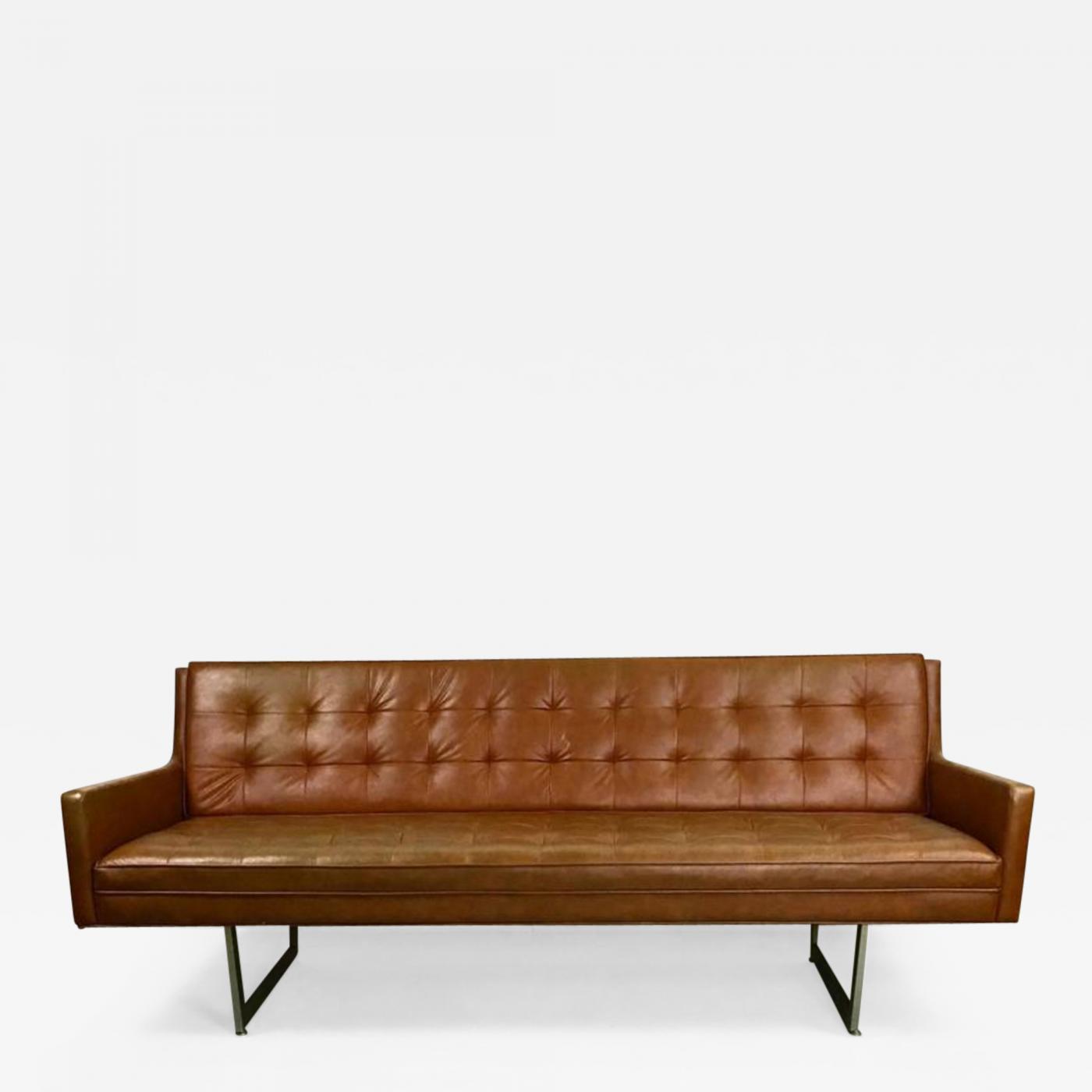 Superbe Listings / Furniture / Seating / Sofas